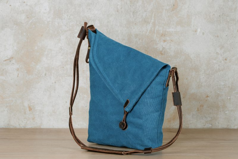 Northern Lights shoulder bag Smilla blue sideways