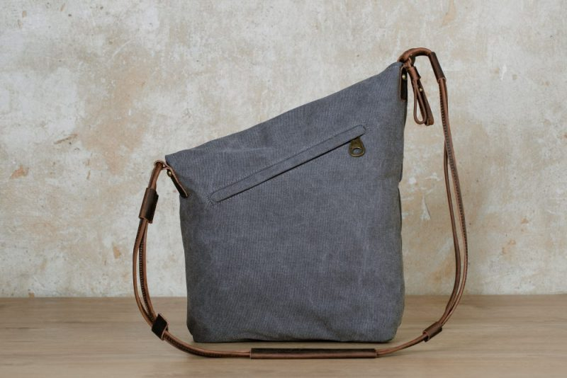 Northern light shoulder bag grey back