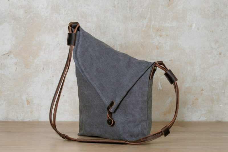 Northern light shoulder bag grey side
