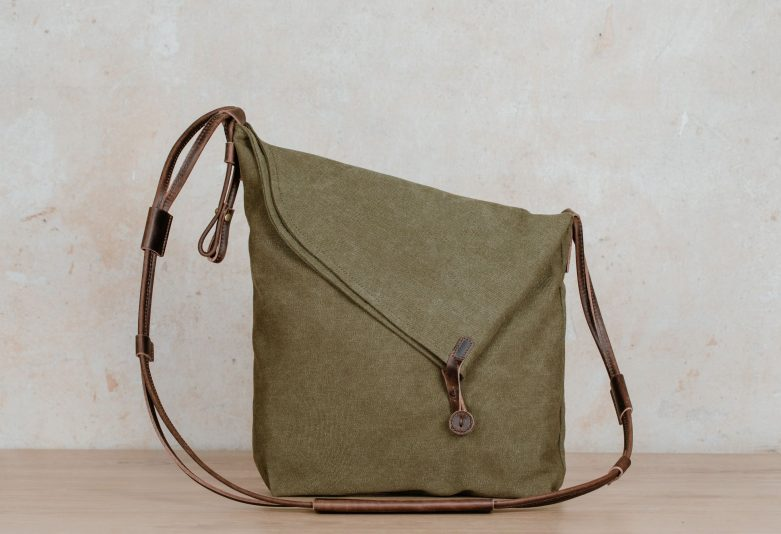 Northern Lights Smilla shoulder bag green front